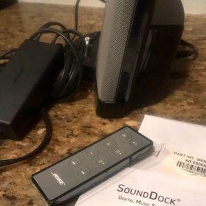 Bose SoundDock Series II w/Apple 30 in adapter
